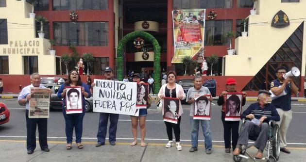 Prensa internacional: miles de peruanos marcharon contra el indulto a Fujimori