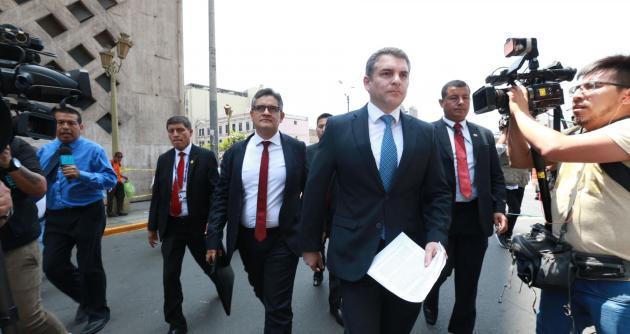 Frustran allanamiento a oficinas de asesor de Chávarry